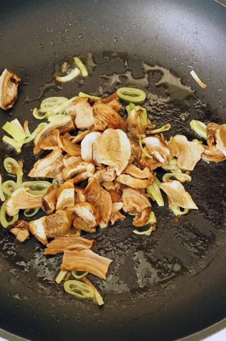 Брускетта с белыми грибами и козьим сыром, пошаговый фото рецепт, кулинарный блог