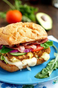 Сендвич с омлетом и беконом, пошаговый фото рецепт, кулинарный блог
