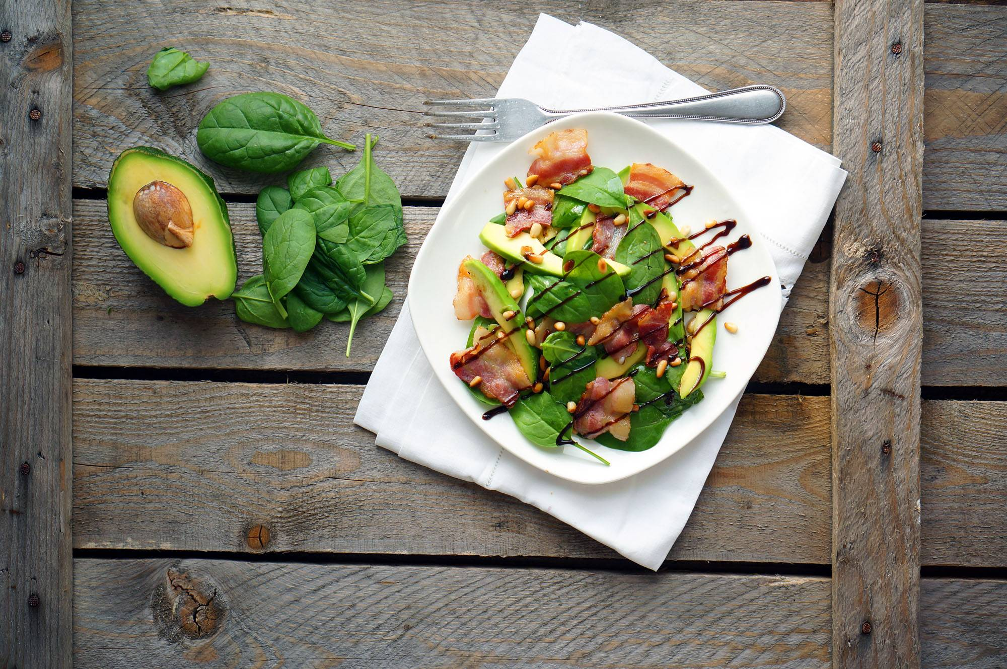 Салат с авокадо и беконом от Джейми Оливера, пошаговый фото рецепт, кулинарный блог