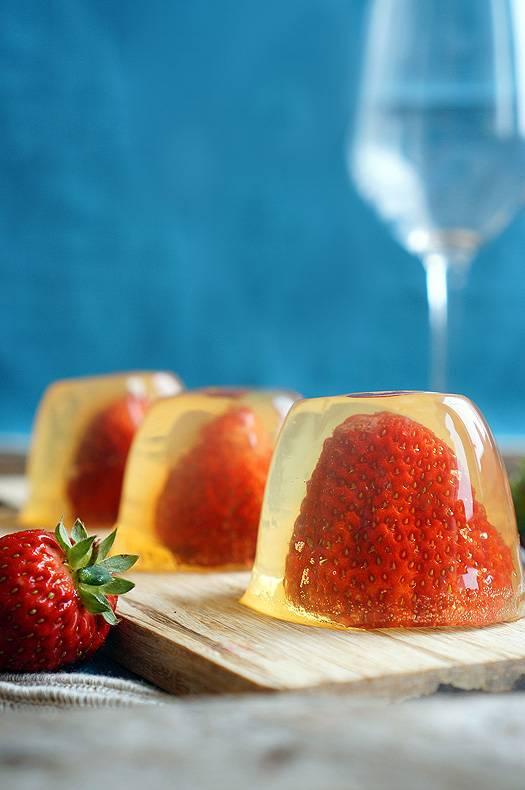 Картинки по запросу желе из шампанского с фруктами