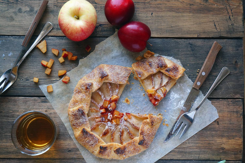 Галетта с яблоками и сливами, пошаговый фото рецепт, кулинарный блог andychef.ru