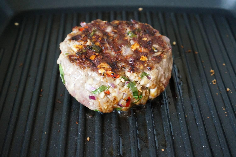 Гамбургер с соусом из голубого сыра, пошаговый рецепт с фото, фуд-блог и интернет-магазин с доставкой по России, andychef.ru