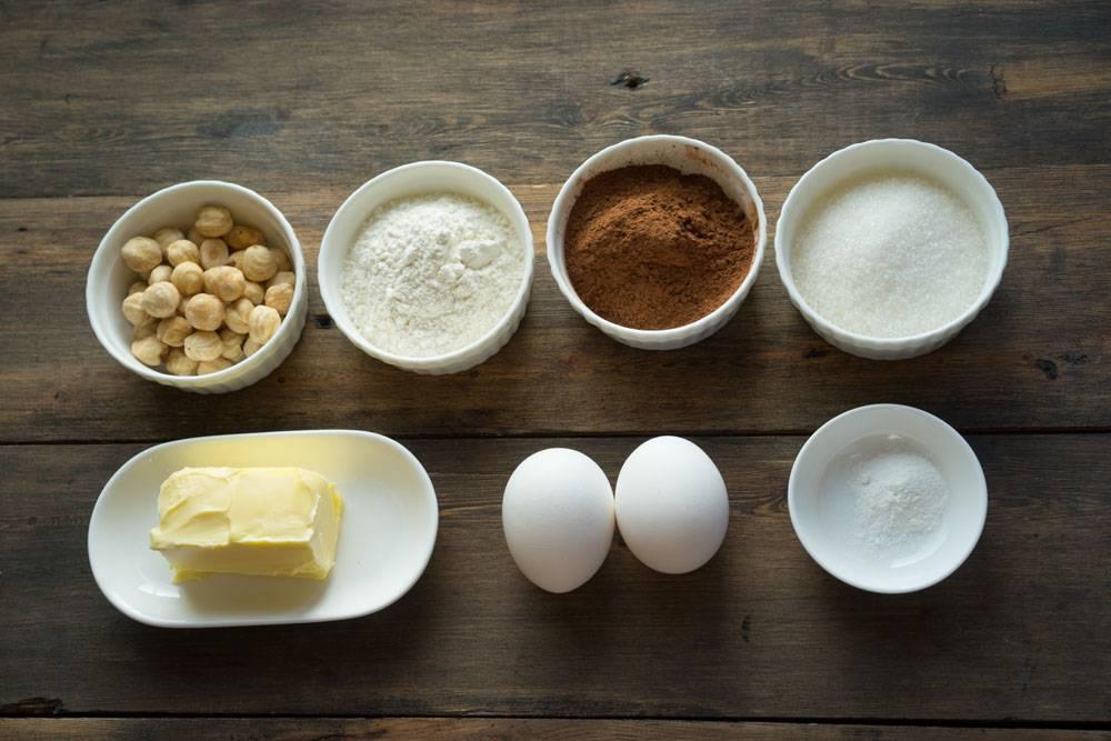 Бискотто (итал. Biscotto) — популярное итальянское кондитерское изделие, представляющее собой сухое печенье с характерной длинной и изогнутой формой. С итальянского переводится как «дважды запеченное». Бискотти — это общее название печенья в Италии.