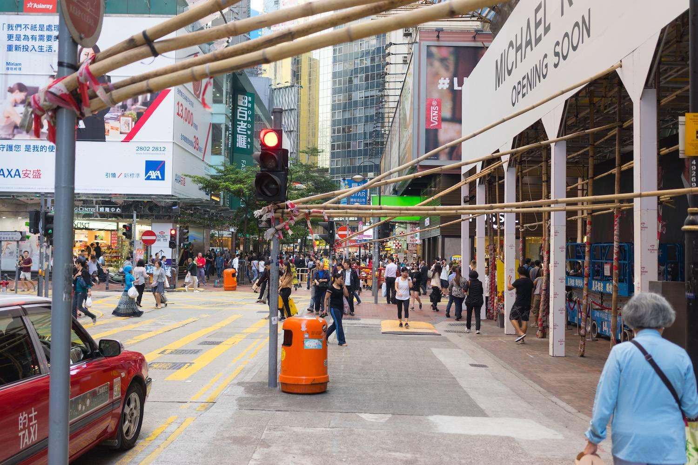 <div class='two_third ' >А сама площадь, пожалуй, одно из самых современных в плане архитектуры мест в Гонконге.</div>