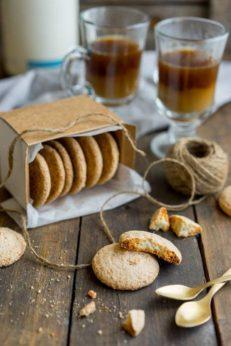 Как приготовить миндальное печенье на безе и меренге, пошаговый рецепт с фото, блог о еде и путешествиях, интернет-магазин с доставкой по Росии, andychef.ru