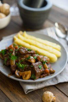 Бёф бургиньон - готовим счастье по рецепту, пошаговый рецепт с фото известного французского блюда, блог и интернет-магазин о еде и путешествиях, andychef.ru