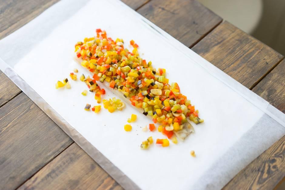 Белая рыба, запечённая с овощами в особых конвертах, пошаговый рецепт с фото, блог и интернет-магазин andychef.ru
