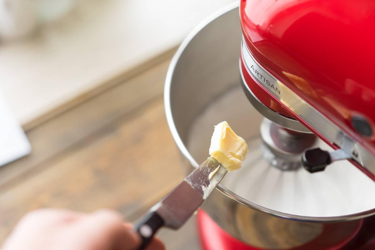 Крем для тортов, крем для капкейков, крем для десертов на основе сливочного масла, крем на швейцарской меренге, пошаговый рецепт с фото, блог andychef.ru
