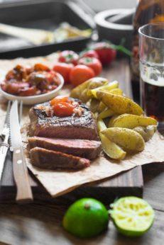 Стейк из говядины, лаймовый маринад, запеченные томаты, пошаговый рецепт с фото, блог andychef.ru