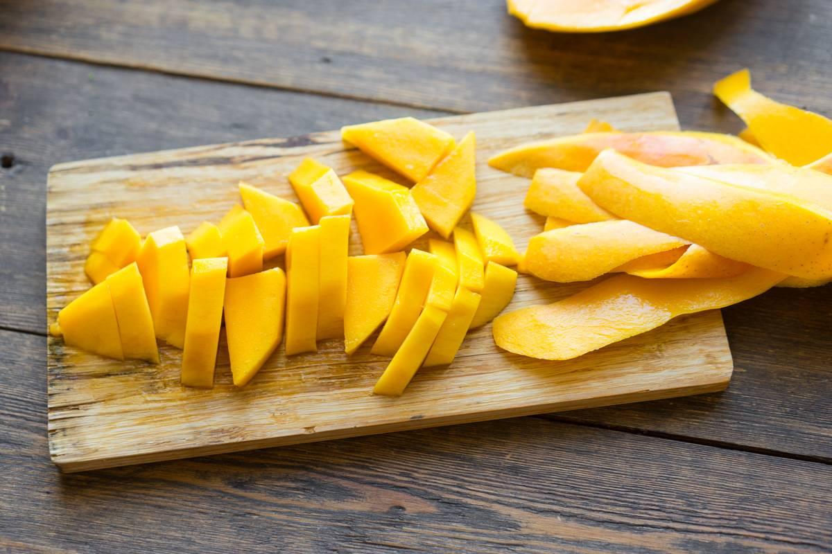 kak-pochistit-i-porezat-mango