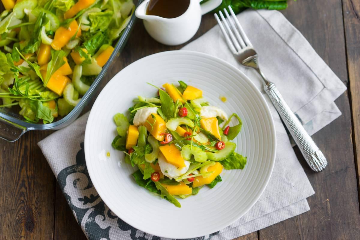 Лёгкий летний салат с манго и особой заправкой, пошаговый рецепт с фото, блог и интернет-магазин andychef.ru