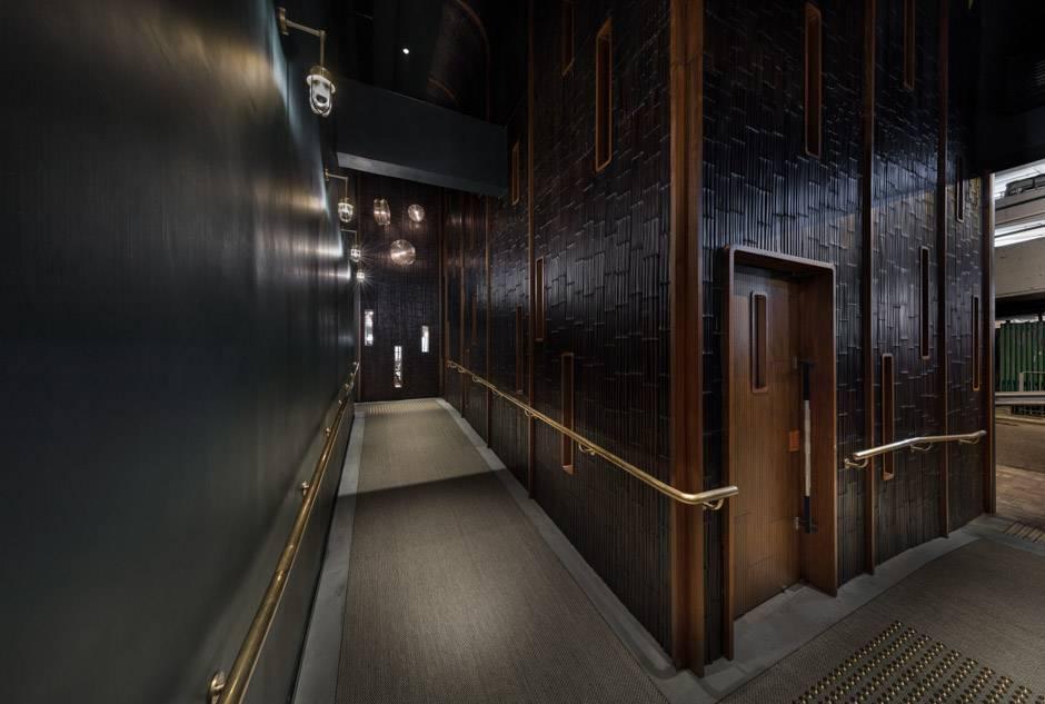 65. Foyer